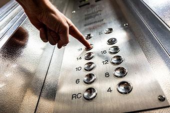 Как избежать нападения в лифте